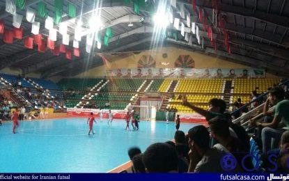 حواشی دیدار گیتی پسند اصفهان و شهرداری ساوه / شعار شیش تایی ها در سالن پیروزی!