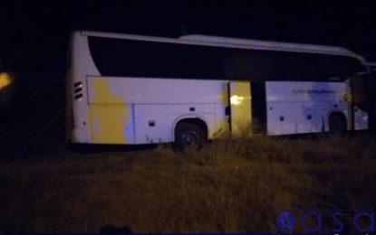 اتوبوس حامل بازیکنان آذرخش بندرعباس دچار سانحه شد + عکس